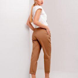 З чим носити вузькі жіночі брюки?